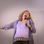 ממחלה להלחמה בכנס היוגה צחוק בפריז